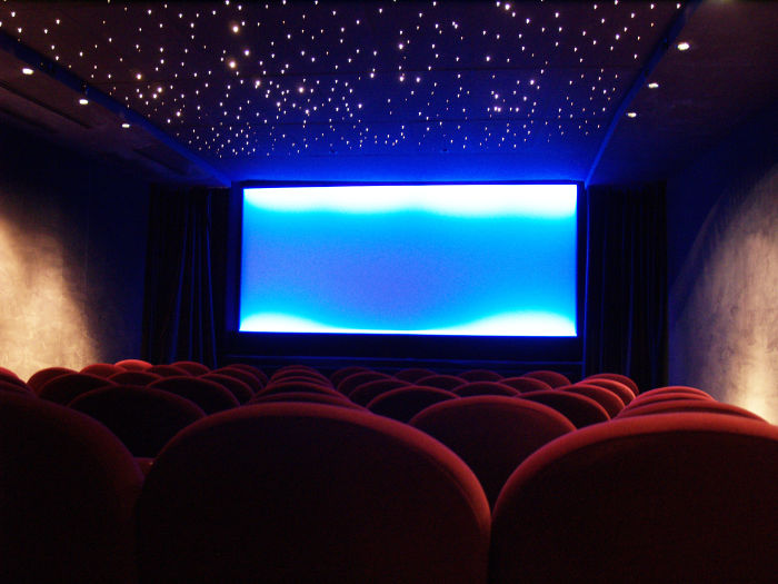 Paris_arthouse_cinema_interior.jpg